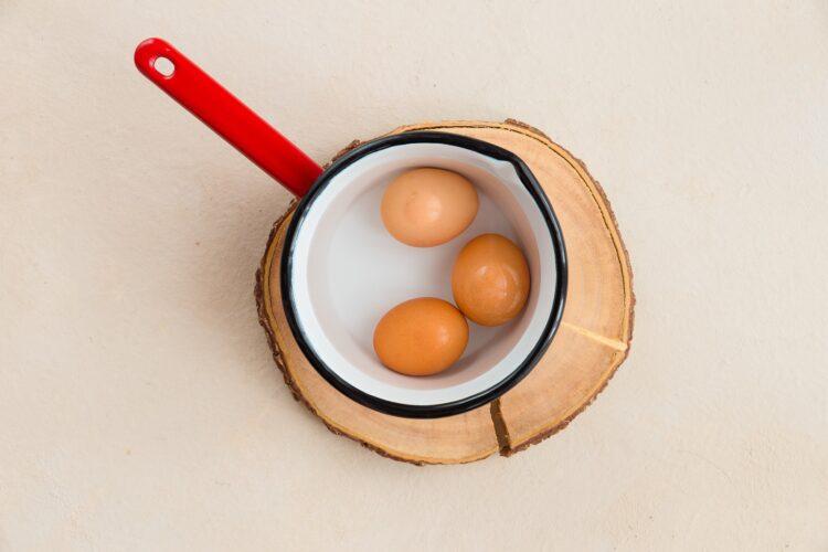 Roladki z szynką i pastą z jajek i buraka - Krok 1