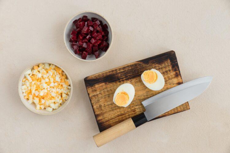 Roladki z szynką i pastą z jajek i buraka - Krok 2