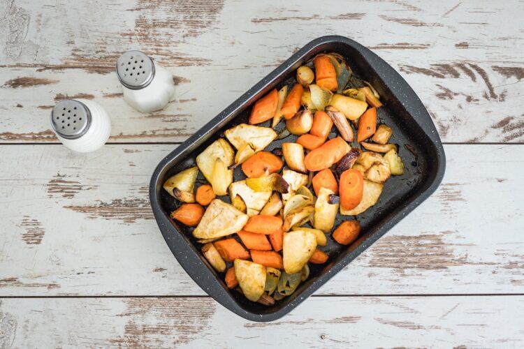 Kotleciki z pieczonych warzyw z sosem majonezowym z marynowanymi pieczarkami - Krok 1