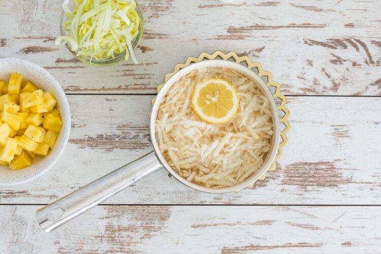 Sałatka z selera z kukurydzą i ananasem - Krok 1