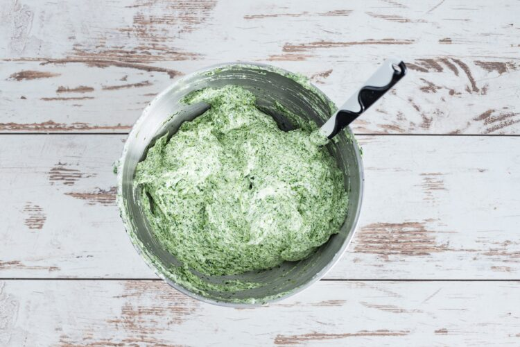 Rolada szpinakowa z kremem z ricotty i mandarynkami - Krok 3