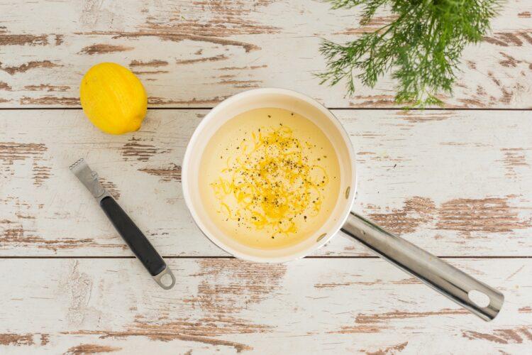 Śledź z groszkiem i koperkiem w cytrynowym oleju - Krok 3