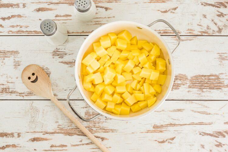 Zupa czosnkowa z serem i groszkiem - Krok 3