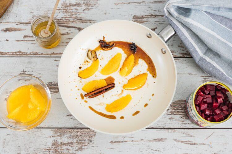 Pierś kaczki z buraczkami karmelizowanymi w pomarańczach - Krok 4