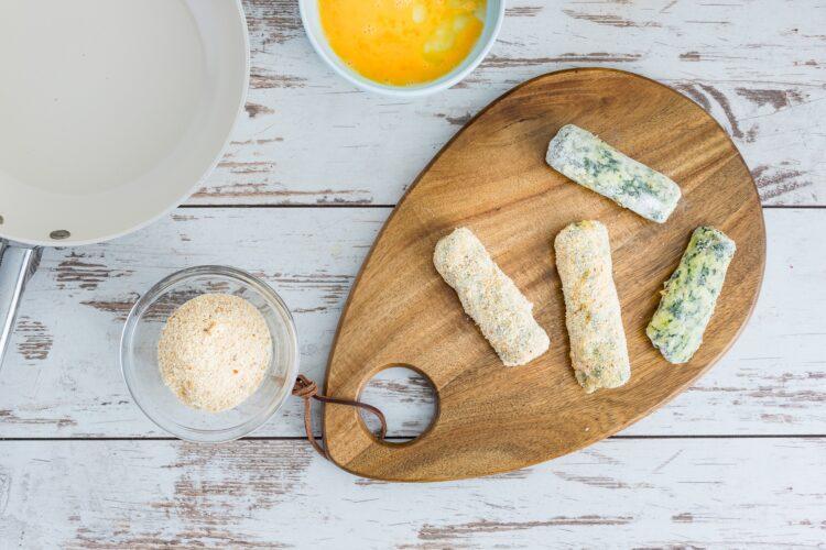 Krokiety ziemniaczane ze szpinakiem z marynowanymi pieczarkami - Krok 4