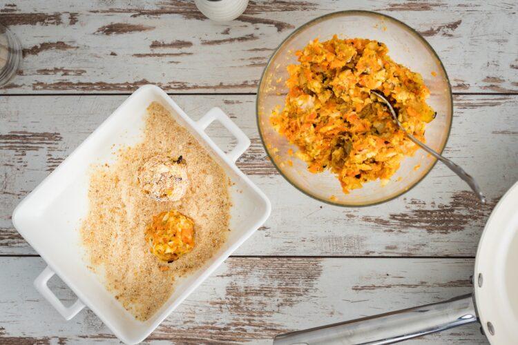 Kotleciki z pieczonych warzyw z sosem majonezowym z marynowanymi pieczarkami - Krok 4