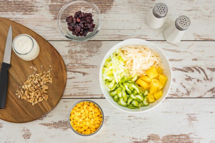 Sałatka z selera z kukurydzą i ananasem - Krok 4