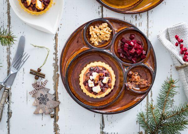 Tartaletki z buraczkami, kozim serem, żurawiną i bekonem