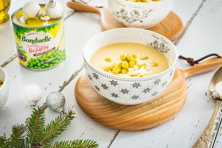 Zupa czosnkowa z serem i groszkiem