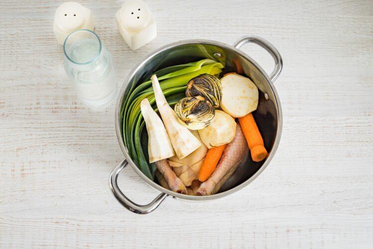 Klasyczny ros贸艂 z kury z pulpecikami z fasoli z suszonymi grzybami - Krok 1