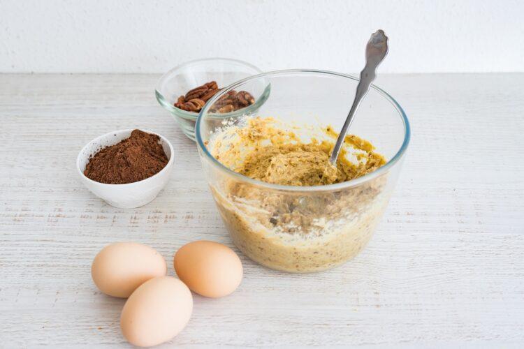 Bezglutenowe ciasto z ciecierzycy z daktylami i orzechami - Krok 1