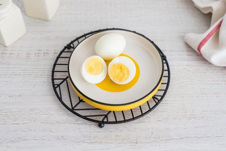 Lunchbox: kasza z warzywami z wędzonym łososiem i gotowanym jajkiem - Krok 2