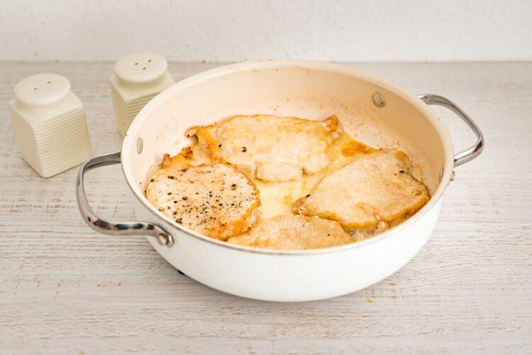 Duszony schab w sosie chrzanowym z sałatką z buraczków - Krok 2