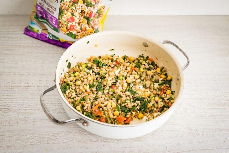 Kasza z warzywami i krewetkami koktajlowymi z sezamem i chili - Krok 2
