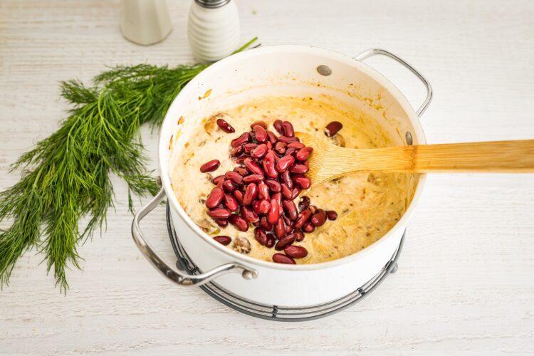Zapiekanka z kurczakiem i czerwoną fasolą pod purée ziemniaczanym - Krok 3