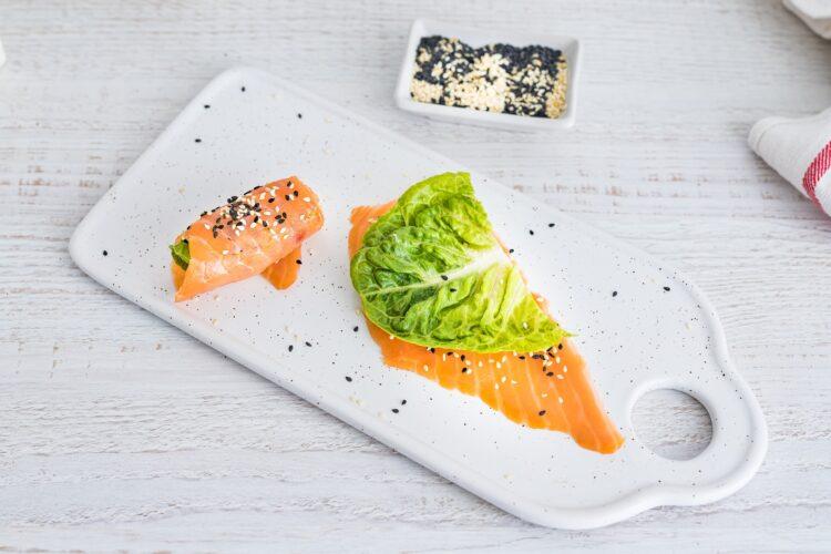 Lunchbox: kasza z warzywami z wędzonym łososiem i gotowanym jajkiem - Krok 4