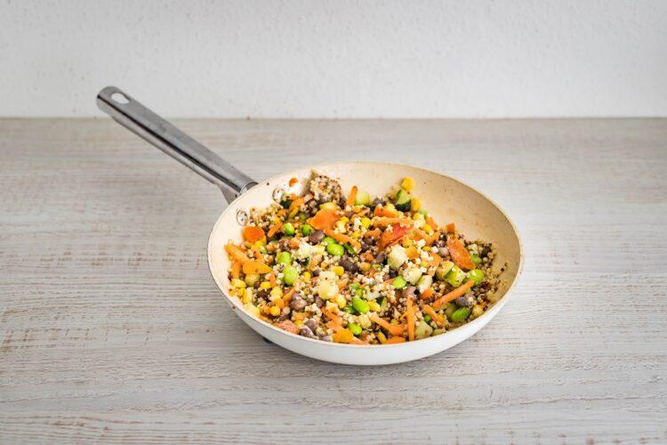 Kasza z warzywami pod serowym beszamelem - Krok 4