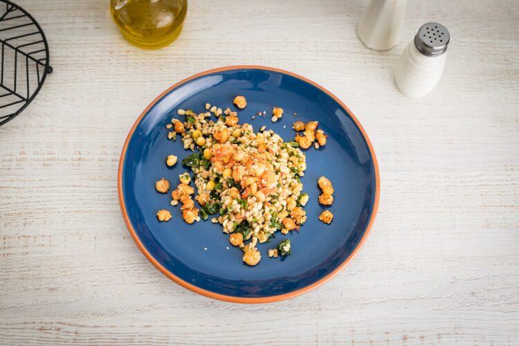 Kasza z warzywami i krewetkami koktajlowymi z sezamem i chili - Krok 4