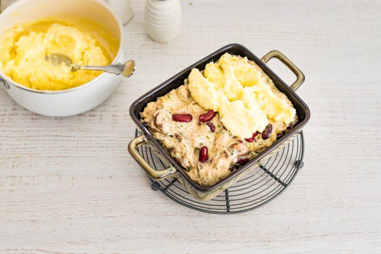 Zapiekanka z kurczakiem i czerwoną fasolą pod purée ziemniaczanym - Krok 5