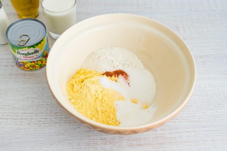 Pikantny chlebek kukurydziany z mieszanką meksykańską - Krok 1