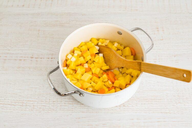 Zupa chrzanowa z buraczkami - Krok 1