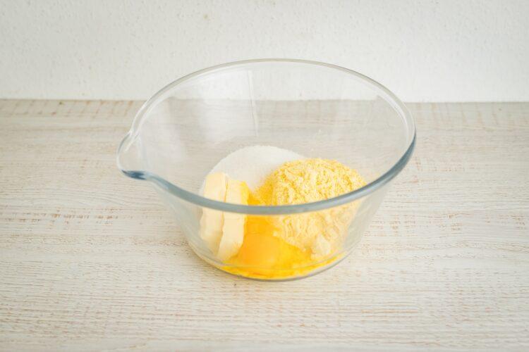 Sernik kukurydziany na kruchym spodzie - Krok 1