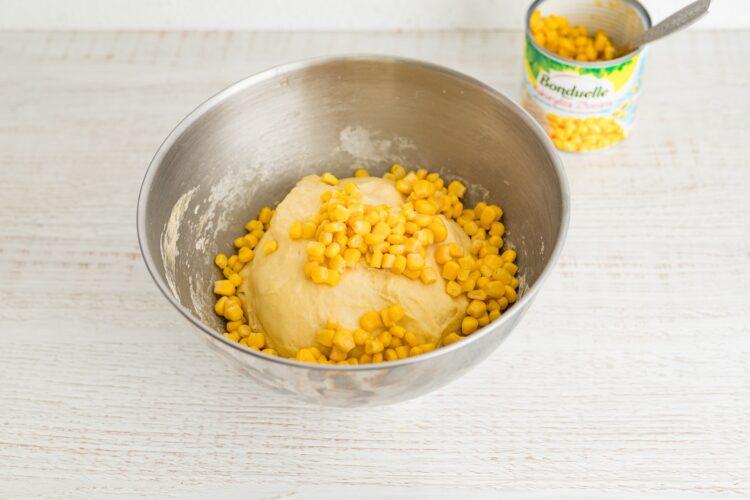 Bułeczki kukurydziane z kukurydzą i pesto - Krok 3