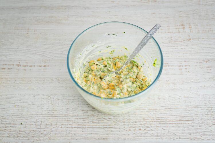 Schab po warszawsku z pastą jajeczną z brokułami i kukurydzą - Krok 4