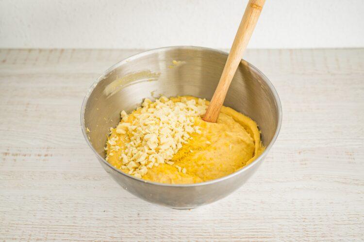 Cytrynowa babka z fasoli z białą czekoladą - Krok 4