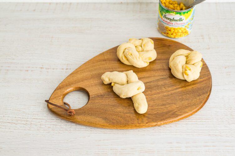 Bułeczki kukurydziane z kukurydzą i pesto - Krok 4