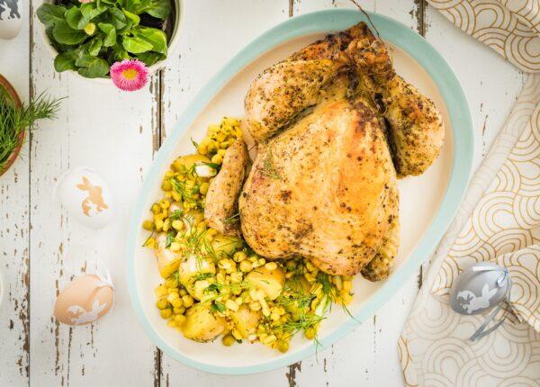 Kurczak po polsku z lekką sałatką ziemniaczaną z kukurydzą i groszkiem