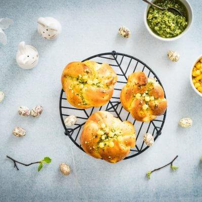 Bułeczki kukurydziane z kukurydzą i pesto