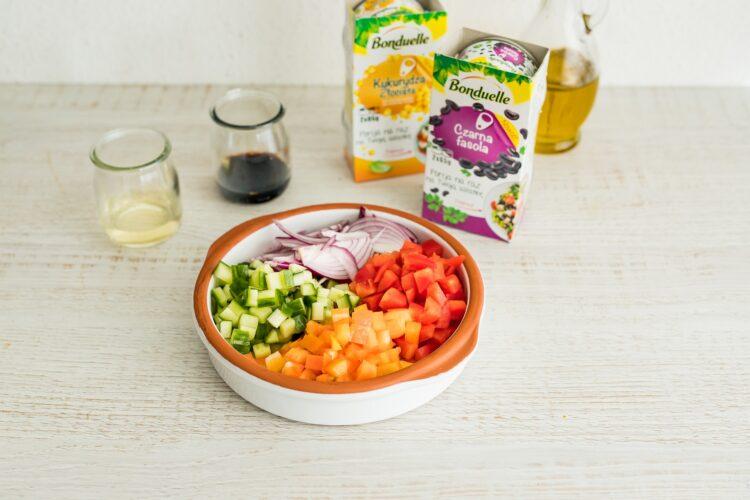 Tęczowa sałatka z makaronem ryżowym - Krok 2