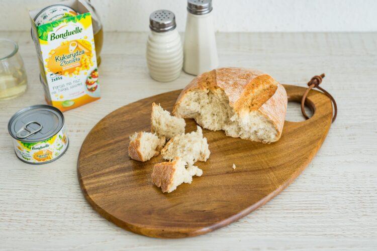 Włoska sałatka z pomidorów i chleba z kukurydzą i stekiem - Krok 2