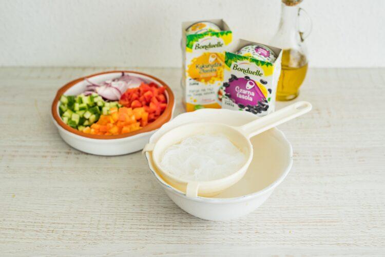 Tęczowa sałatka z makaronem ryżowym - Krok 3