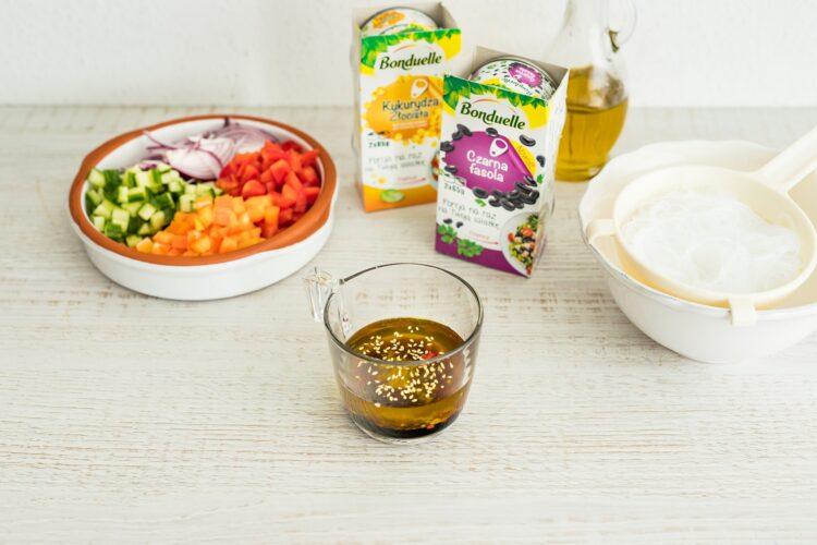 Tęczowa sałatka z makaronem ryżowym - Krok 4