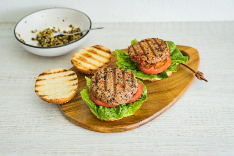 Burgery z czarnej fasoli z suszonymi pomidorami i tapenadÄ… z oliwek - Krok 5