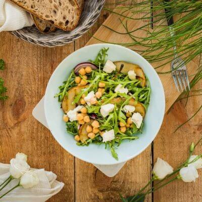 Rukola z gruszką, gorgonzolą i cieciorką