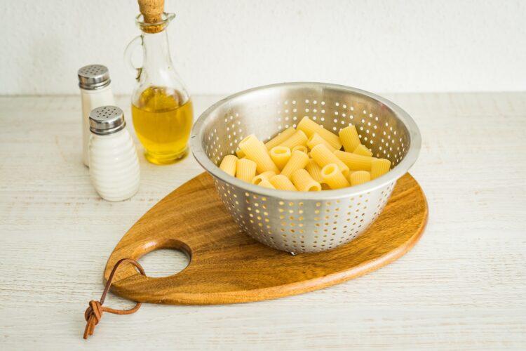 Makaron ze szpinakiem i czerwoną fasolą w sosie mascarpone - Krok 2