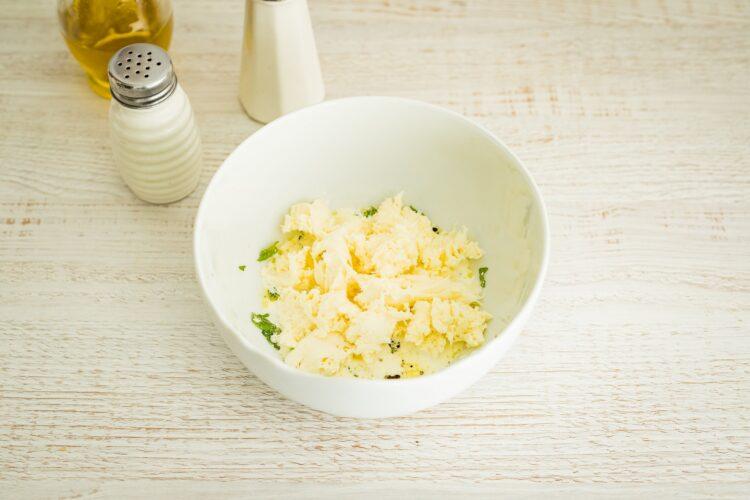 Sałatka z bobu z groszkiem i mozzarellą - Krok 3