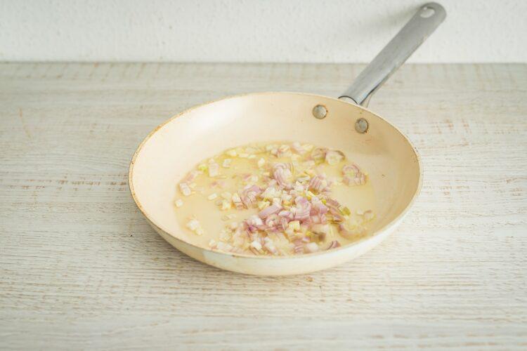 Makaron ze szpinakiem i czerwoną fasolą w sosie mascarpone - Krok 3