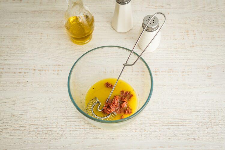 Sałatka tortellini z czarną fasolą, szpinakiem i pomidorami - Krok 3