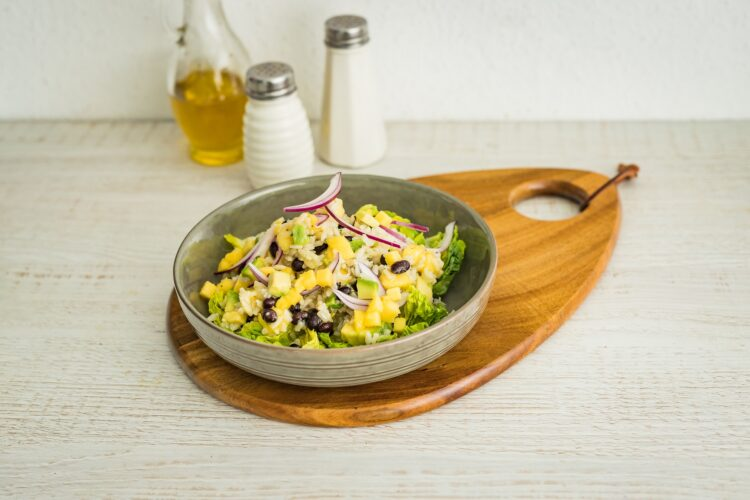 Sałatka z awokado, mango i czarną fasolą - Krok 4