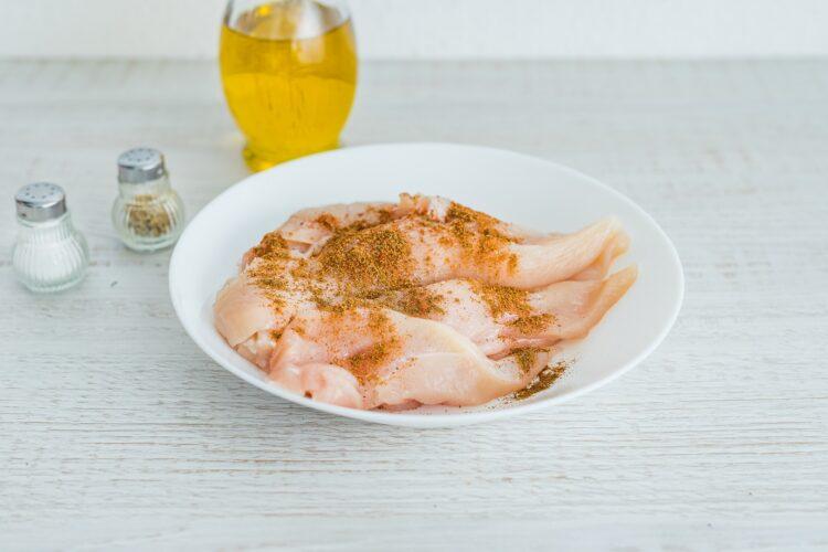 Bagietka z sałatką gyros z grillowanym kurczakiem i czarną fasolą - Krok 1