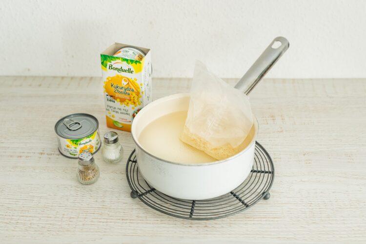 Warstwowa sałatka ryżowa z tuńczykiem i kukurydzą - Krok 1