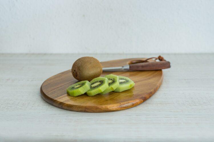 Smoothie z jarmużu z kiwi, ananasem i kukurydzą - Krok 1