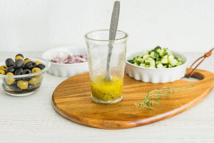 Warstwowa sałatka ryżowa z tuńczykiem i kukurydzą - Krok 3