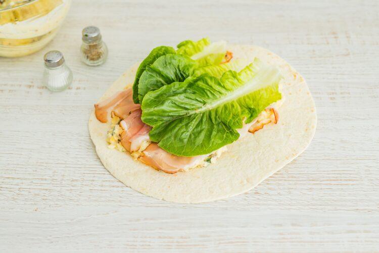 Wrapy z pastą jajeczną z suszonymi pomidorami, cieciorką i szynką parmeńską - Krok 4
