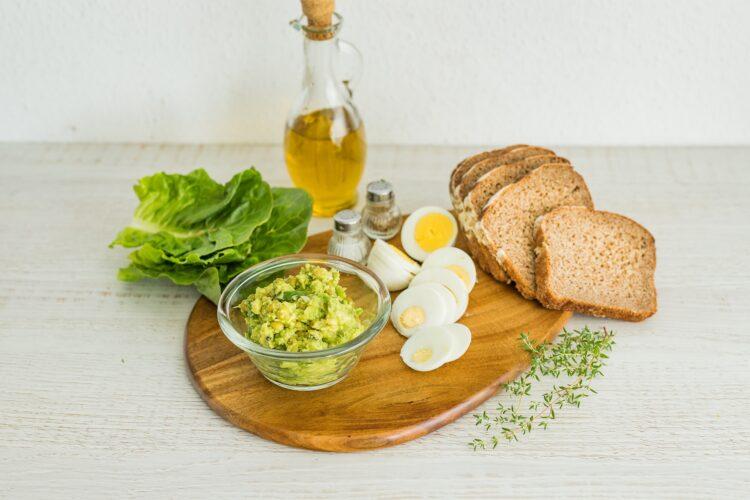 Kanapki z pastÄ… z awokado, groszkiem, tymiankiem i jajkiem na twardo - Krok 5