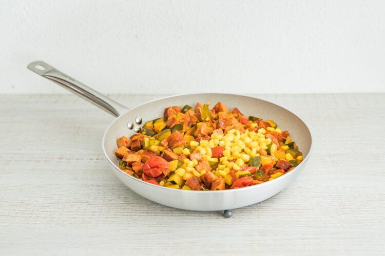 Leczo z cukinii z kiełbasą i kukurydzą - Krok 5